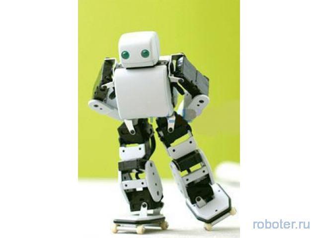 Akazawa PLEN робот на роликах