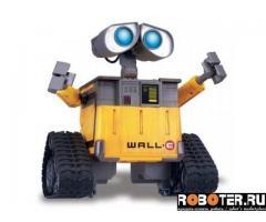 Робот Валли (Wall-e ) на пульте управления